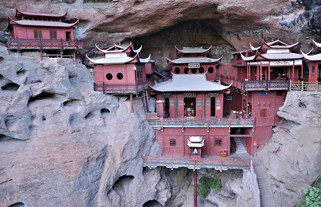 Những ngôi đền lưng chừng giữa vách đá, du khách thắc mắc làm sao để xây dựng - 3
