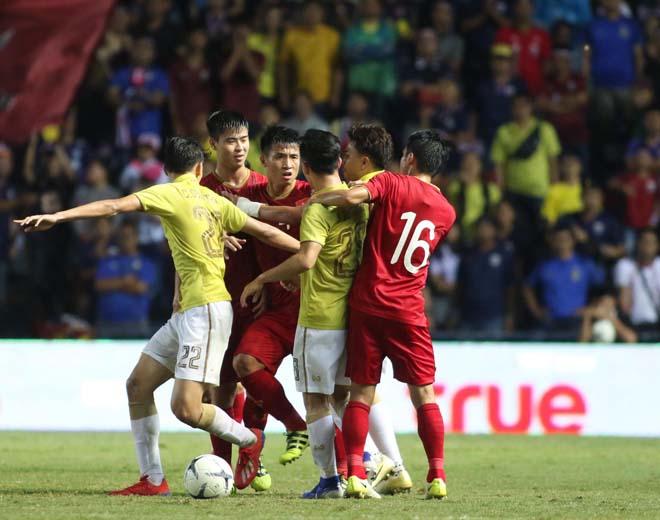 King's Cup: Cầu thủ Thái Lan đánh Văn Hậu - Công Phượng vẫn thoát thẻ đỏ - 2