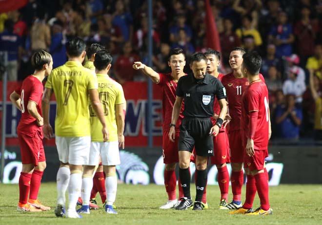 King's Cup: Cầu thủ Thái Lan đánh Văn Hậu - Công Phượng vẫn thoát thẻ đỏ - 3