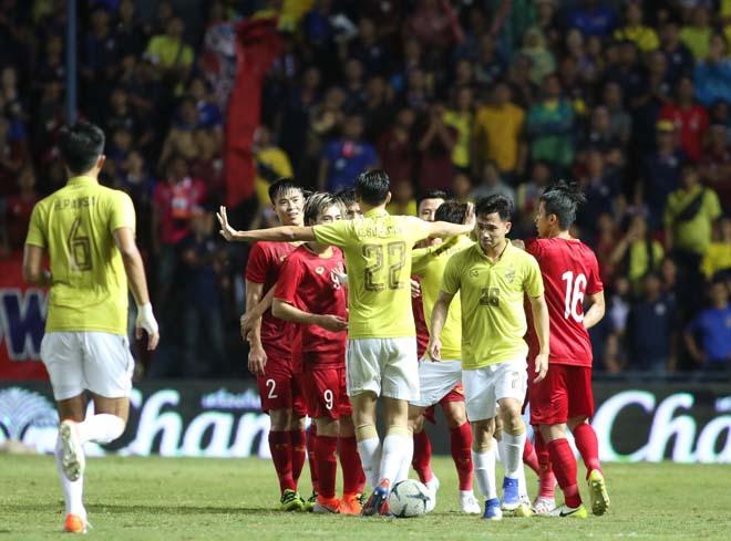King's Cup: Cầu thủ Thái Lan đánh Văn Hậu - Công Phượng vẫn thoát thẻ đỏ - 4