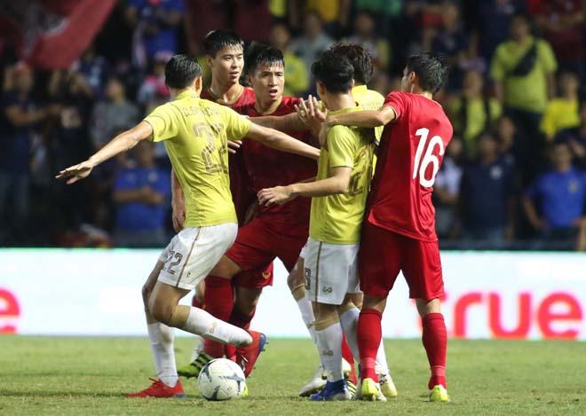 King's Cup: Cầu thủ Thái Lan đánh Văn Hậu - Công Phượng vẫn thoát thẻ đỏ - 6