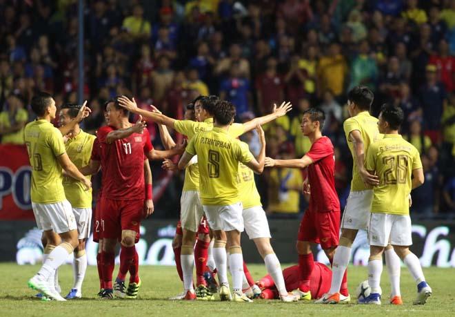 King's Cup: Cầu thủ Thái Lan đánh Văn Hậu - Công Phượng vẫn thoát thẻ đỏ - 7