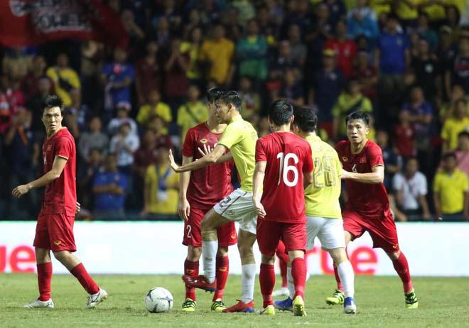 King's Cup: Cầu thủ Thái Lan đánh Văn Hậu - Công Phượng vẫn thoát thẻ đỏ - 8