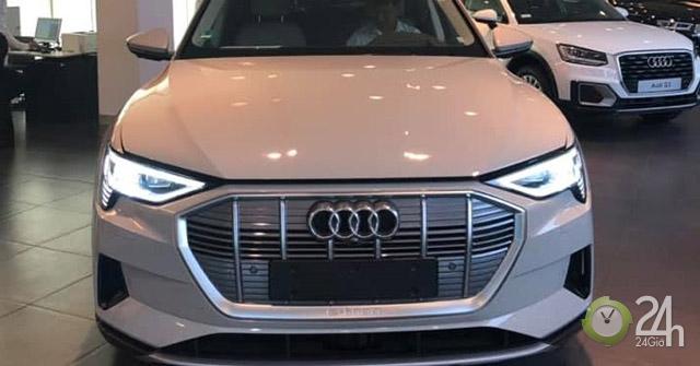 Cận cảnh Audi E-tron, SUV chạy điện lần đầu tiên xuất hiện tại Việt Nam