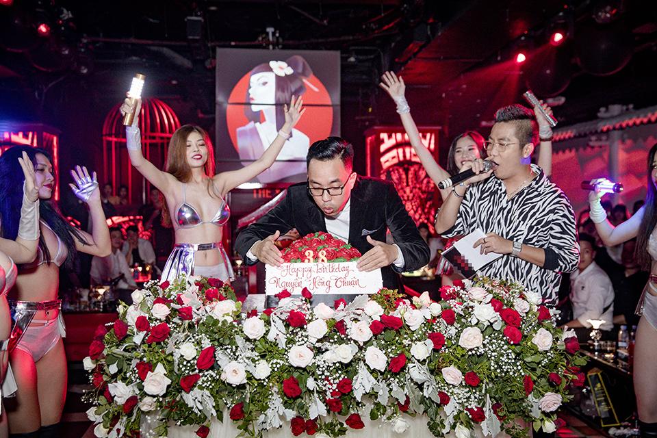 Tiệc sinh nhật có Hà Hồ, Mr. Đàm đến dự gây sốc với hóa đơn 1,3 tỷ - 1