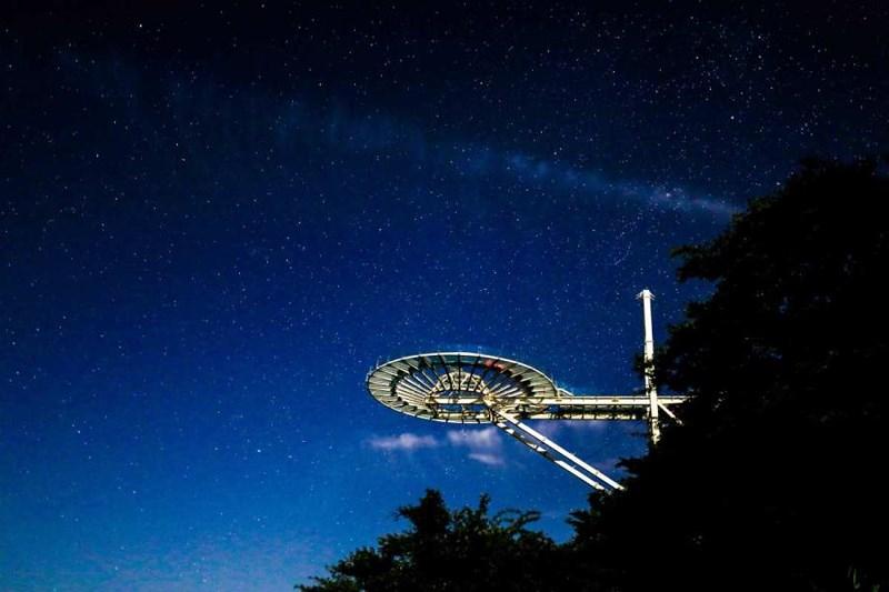 Khám phá cầu kính kỉ lục Guinness Sky Mirror ở Hồ Bắc - 1