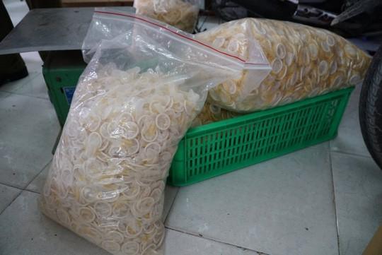 Ớn lạnh với hàng đống bao cao su giả ở TP HCM - 1