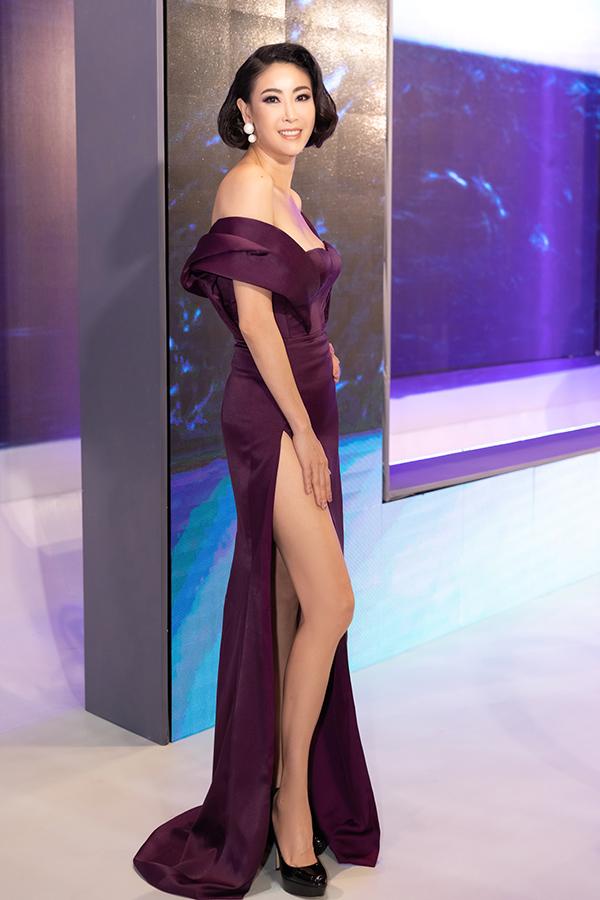 Top đẹp tuần: Nhã Phương vấn tóc Audrey Hepburn, mặc đầm khoét lưng - 6