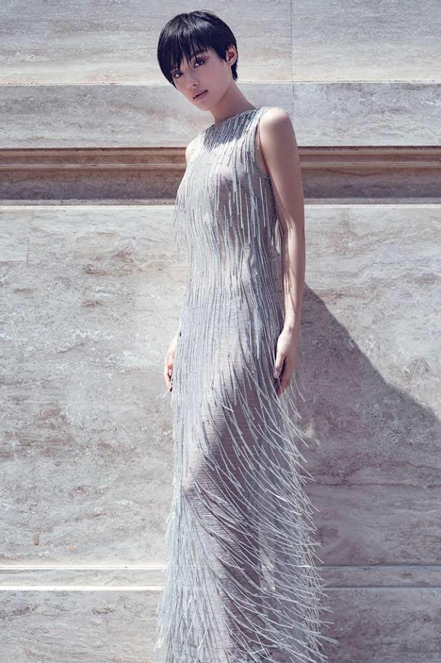 Top đẹp tuần: Nhã Phương vấn tóc Audrey Hepburn, mặc đầm khoét lưng - 5