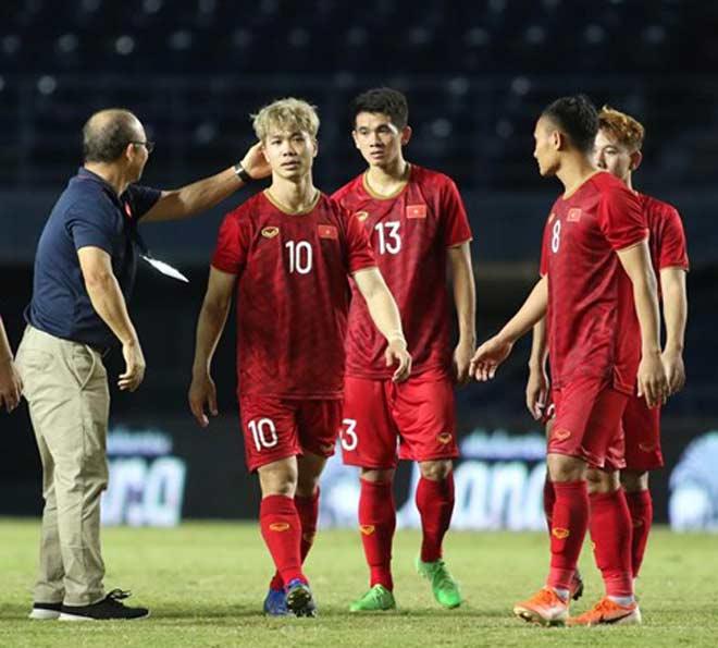 HLV Park Hang Seo có nên để Công Phượng đá penalty? - 2