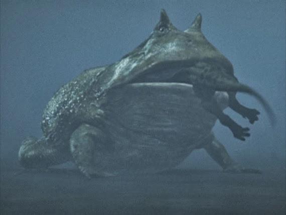 Bí ẩn về quái vật giữa hồ nổi tiếng nhất Trung Quốc - 3
