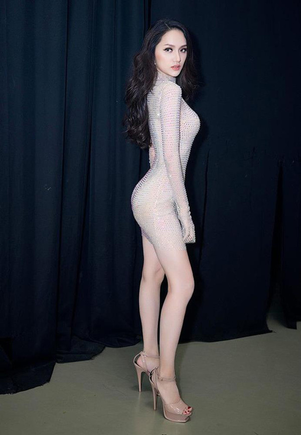 Suýt nhìn nhầm những bộ đồ màu nude của người đẹp Việt