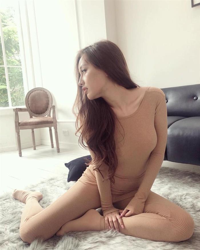 Suýt nhìn nhầm những bộ đồ màu nude của người đẹp Việt - 4