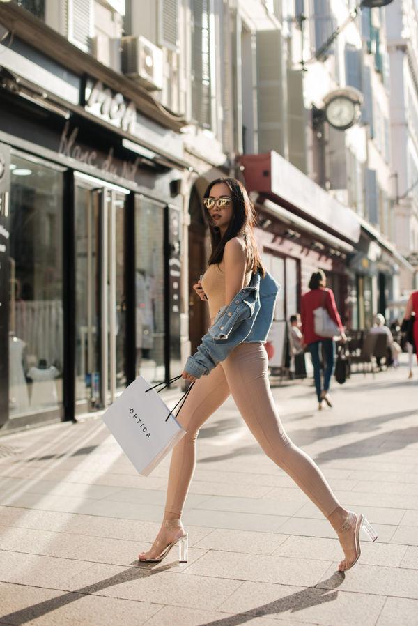 Suýt nhìn nhầm những bộ đồ màu nude của người đẹp Việt - 8