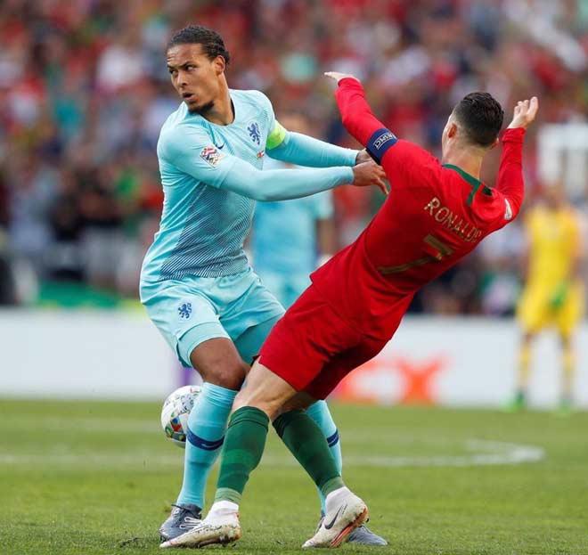 """""""Đá tảng"""" khiến Messi - Ronaldo im tiếng: Van Dijk quá hay, Quả bóng vàng dễ trao tay - 1"""