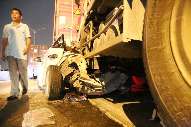 """Xe tải mất lái tại dốc cầu """"tử thần"""" ở Sài Gòn, nhiều người """"đứng tim"""" - 5"""