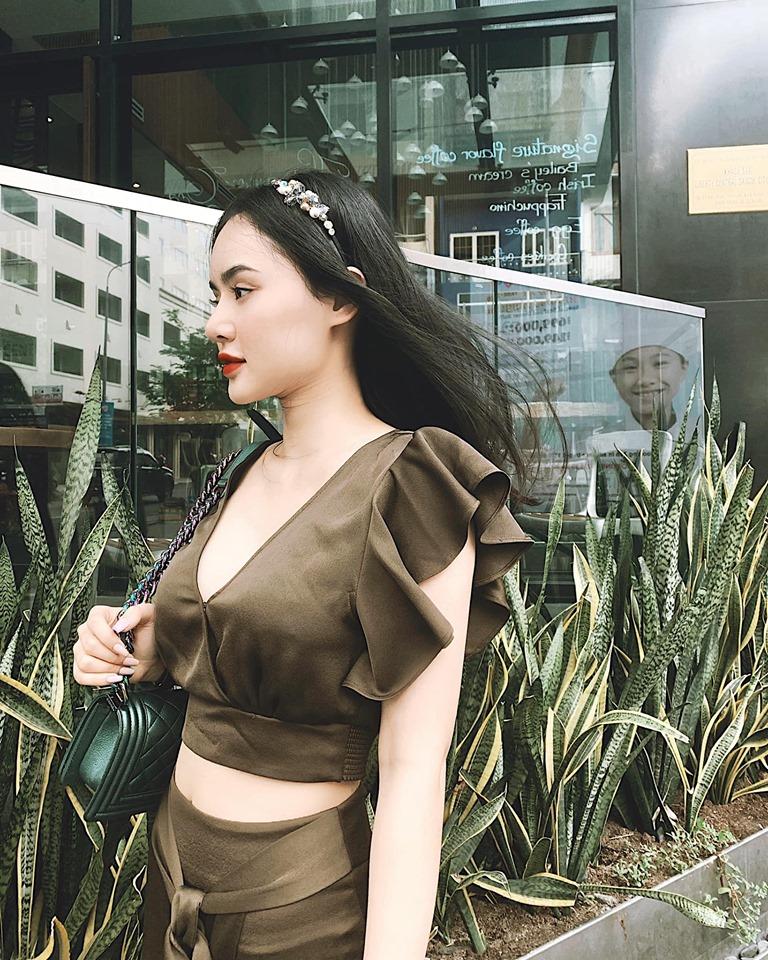 """Angela Phương Trinh bị em gái """"vượt mặt"""" vì vẻ ngoài xinh đẹp hút mắt - 3"""