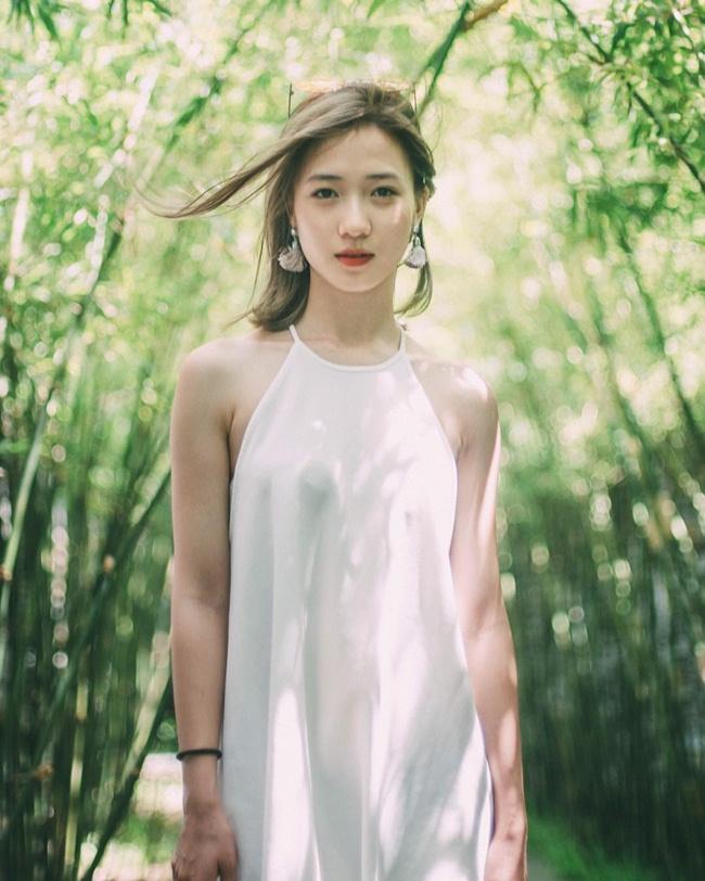 Người đẹp sinh năm 1995 gây ấn tượng với phong cách nữ tính, nhẹ nhàng. Hiếm khi người hâm mộ thấy vợ Justatee ăn vận sexy.