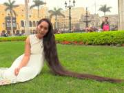 Video: Choáng với cô gái có mái tóc dài nhất thế giới
