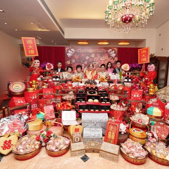 Ngoài lễ đính hôn sang chảnh, điều khiến nhiều người choáng là Sabrina Ho và chồng tương lai đượctặng một căn nhà đắt tiền.