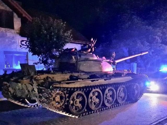 Xe tăng Nga bất ngờ xuất hiện ở đường phố Ba Lan