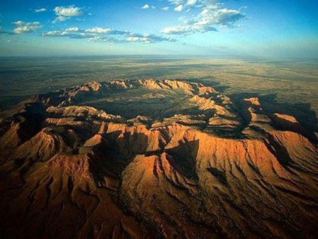 Xem hố thiên thạch khổng lồ từng rơi xuống trái đất cách đây 50.000 năm
