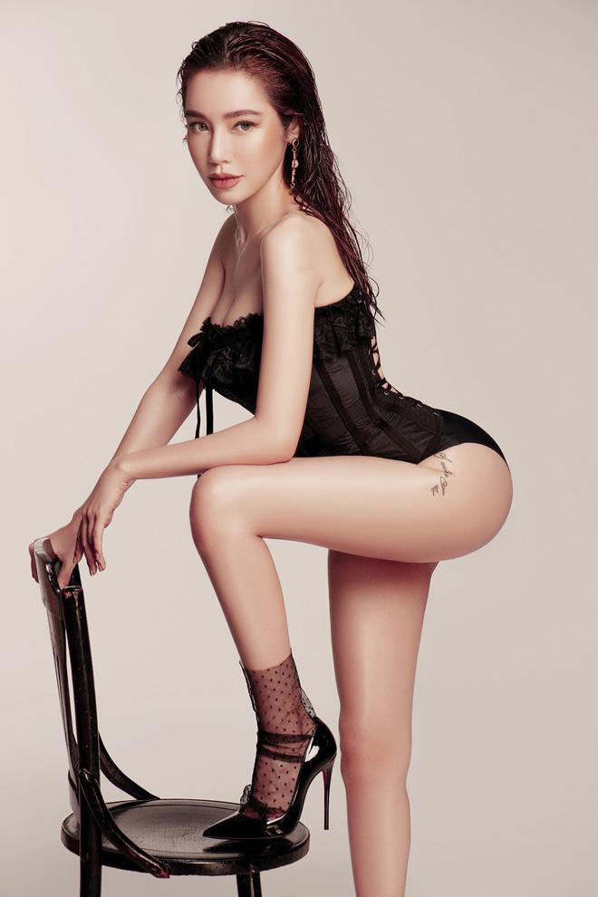 Elly Trần hết mặc bán nude lại táo bạo cởi đồ gây sốc khiến fan tranh cãi - 9