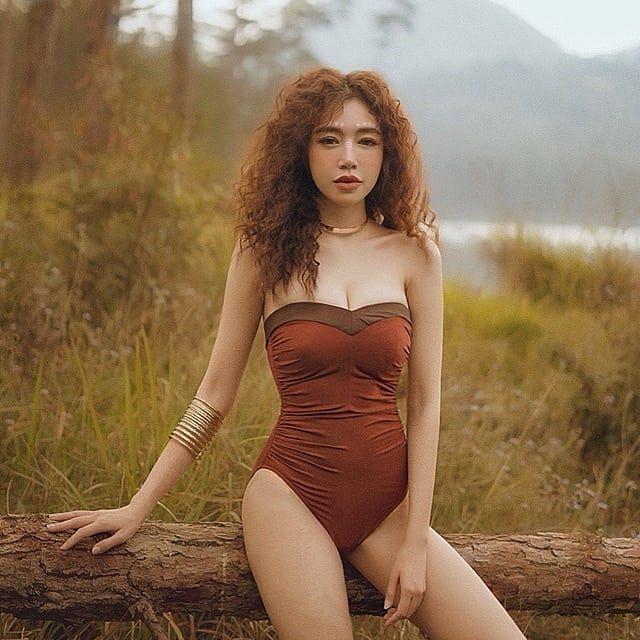 Elly Trần hết mặc bán nude lại táo bạo cởi đồ gây sốc khiến fan tranh cãi - 8