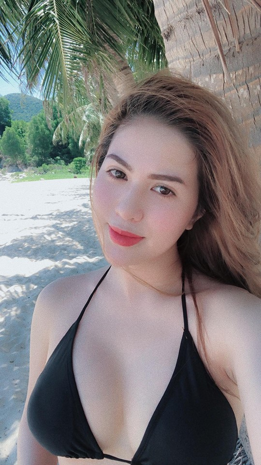 hình ảnh nóng bỏng của Hương Trần