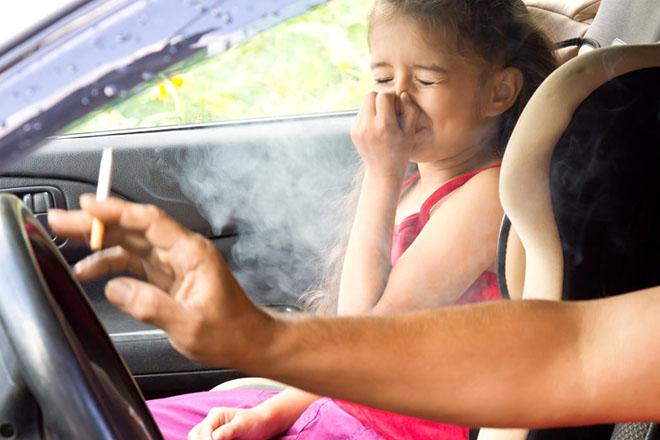 """4 bước khắc phục """"mùi thuốc lá"""" trong xe hơi khi bị ám mùi - 1"""