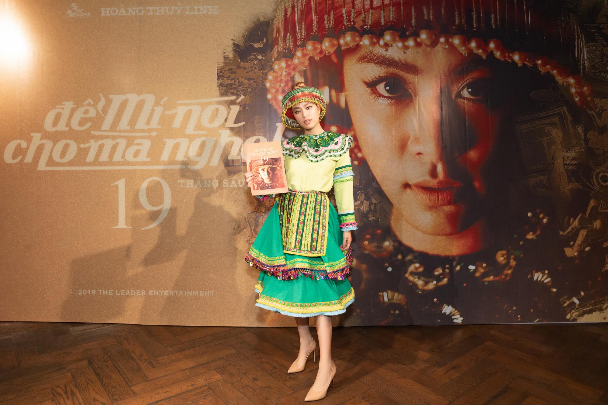 Hoàng Thùy Linh mặc váy dân tộc đi giày thể thao: Râu nọ cắm cằm kia? - 6