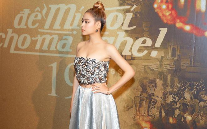 Hoàng Thùy Linh mặc váy dân tộc đi giày thể thao: Râu nọ cắm cằm kia? - 7