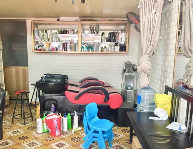 Tiệm tóc bình dân lao đao trước trải nghiệm cắt tóc nam kiểu mới - 2