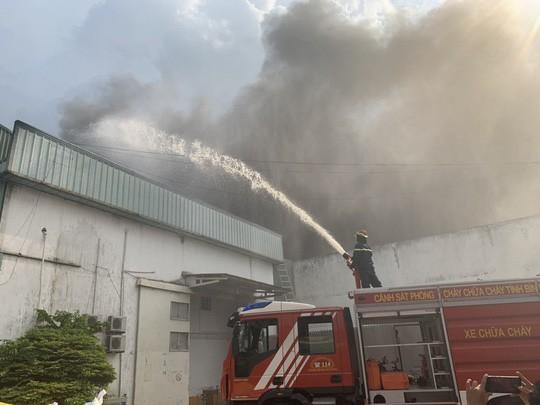 Nổ tại KCN Sóng Thần 2, cột khói bốc cao kèm mùi khó chịu - 3