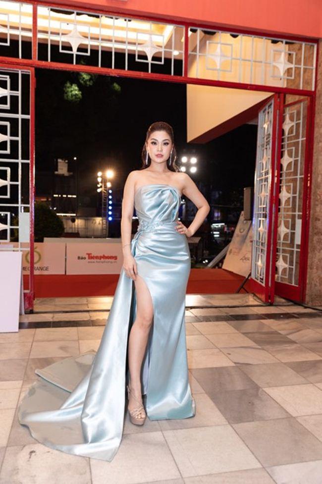 Mai Phương Thúy diện váy trễ nải khoe vòng 1 gợi cảm gần 100cm - 8