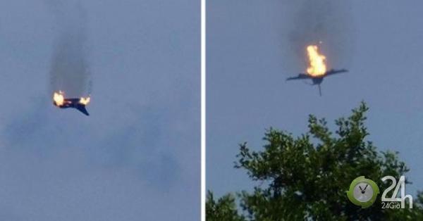 Cảnh chiến đấu cơ bốc cháy ngùn ngụt khi đâm nhau trên bầu trời Đức