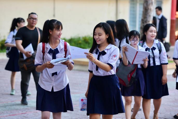 """Thi THPT quốc gia 2019: Thí sinh vào thi môn đầu tiên, hi vọng """"trúng tủ"""" - 10"""