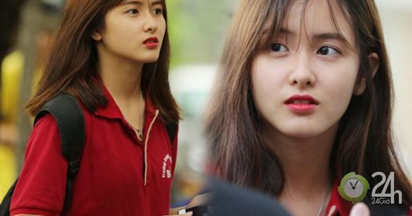 Chỉ với khoảnh khắc chụp vội ở điểm thi, nữ sinh xinh đẹp vẫn gây bão mạng