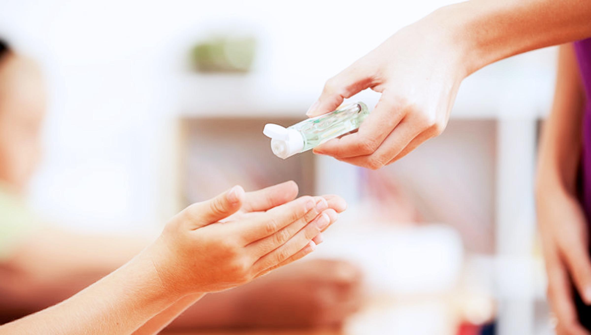 Bí quyết rửa chục lần mỗi ngày mà da tay vẫn mềm mại - 3