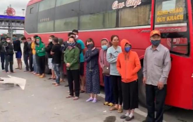 Phớt lờ lệnh cấm, xe khách chở 30 người từ Sài Gòn ra Hà Nội - 2