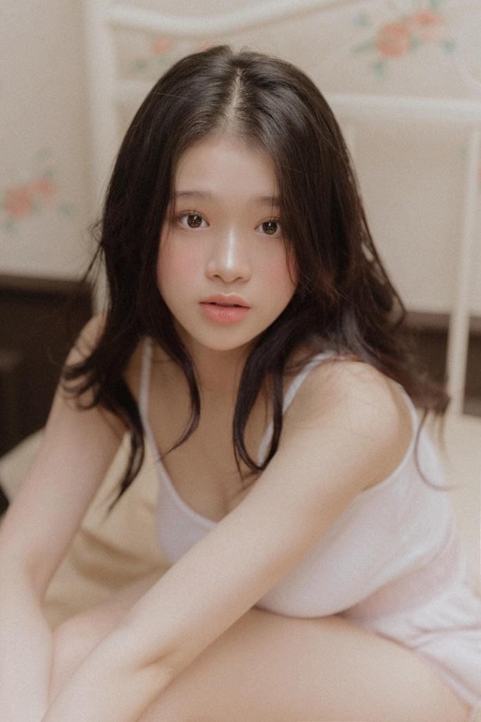 Linh Ka mặc gợi cảm ở tuổi 17, hiếm hoi nhận được lời khen