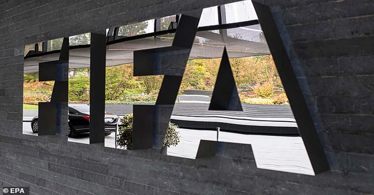 """Được FIFA & """"ông trùm"""" UEFA ủng hộ, Liverpool chờ nâng cúp Ngoại hạng Anh"""