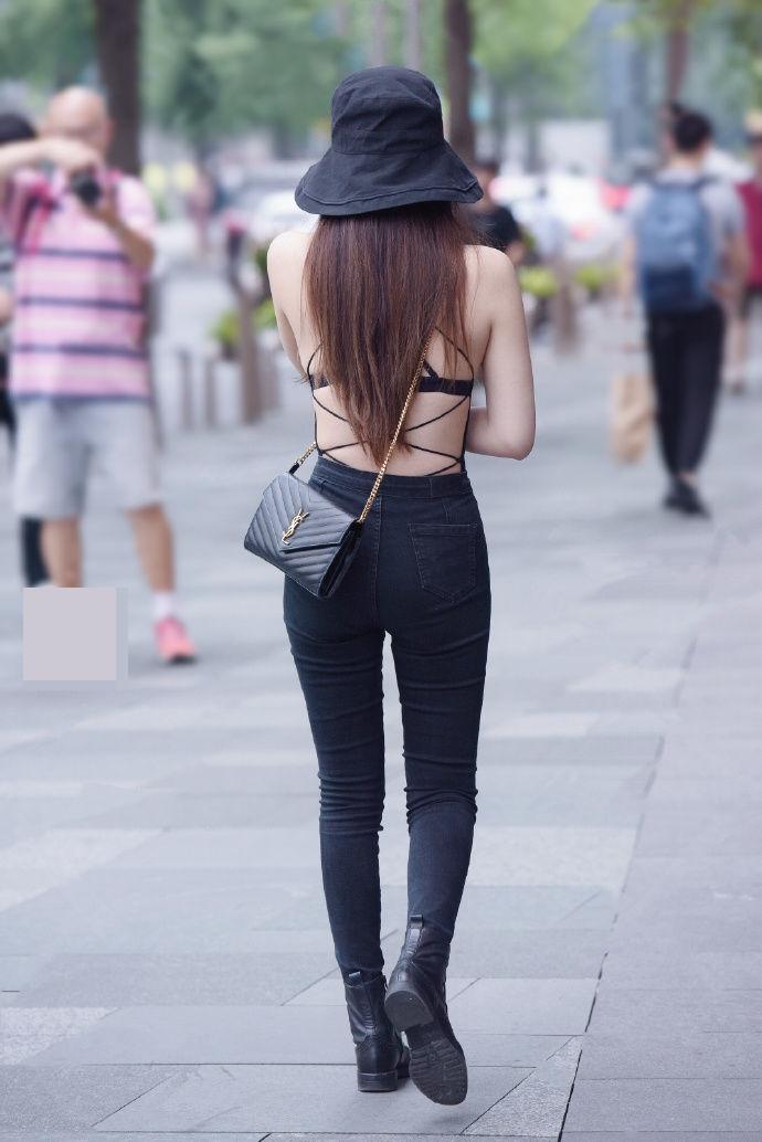 Thiếu nữ Trung Quốc diện áo hở lưng quá đẹp khiến ai cũng ngoái nhìn - 3