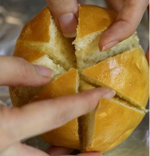 """Rất nhanh đã làm xong bánh mì bơ tỏi phô mai đang """"làm mưa làm gió"""" bằng nồi chiên không dầu - 2"""