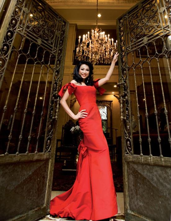 """""""Hoa hậu giàu nhất VN"""" xây biệt thự dát vàng lộ cuộc sống sang chảnh khiến ai cũng choáng - 1"""