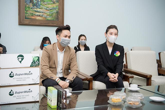 Tiếp sức cho tuyến đầu chống dịch, Á hậu Huyền My ủng hộ 2.000 chai gel rửa tay, xịt kháng khuẩn - 3