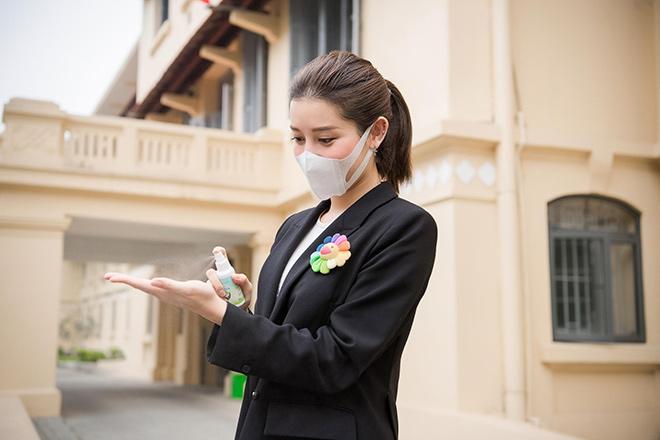 Tiếp sức cho tuyến đầu chống dịch, Á hậu Huyền My ủng hộ 2.000 chai gel rửa tay, xịt kháng khuẩn - 6