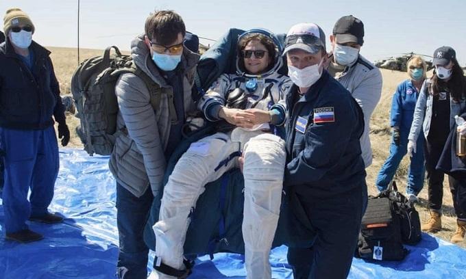 Từ vũ trụ trở về giữa dịch Covid-19, ba phi hành gia thấy thế giới trở nên xa lạ - 1