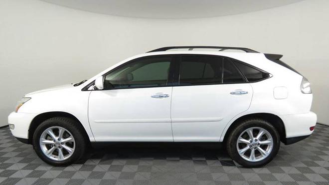 Lexus RX 350 đời 2009 giá bán ngang ngửa Hyundai SantaFe mới, có nên mua? - 1