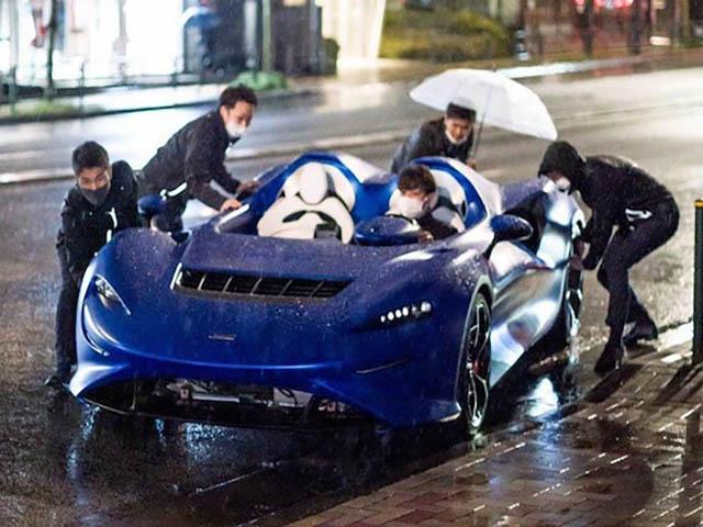 McLaren Elva giá gần 1,7 triệu USD nhưng không có nổi bộ mui che mưa